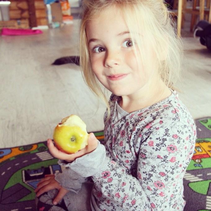 Eva blijft trouwens maar appels eten hier!