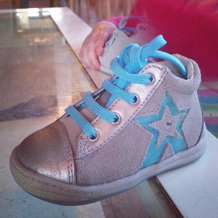 Liza heeft namelijk schoenen nodig! Zijn ze niet lief?