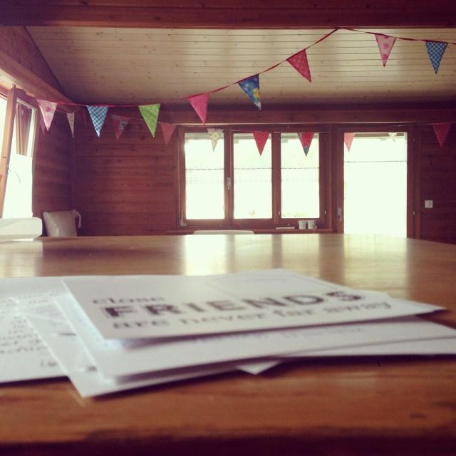 Vrijdag schreef ik ook eindelijk de kaarten naar mijn vriendinnen. Daar was ik in Pernis al mee begonnen, maar ik kreeg het nooit af.  Nu wel! Binnenkort ga ik ze posten hoor dames :))
