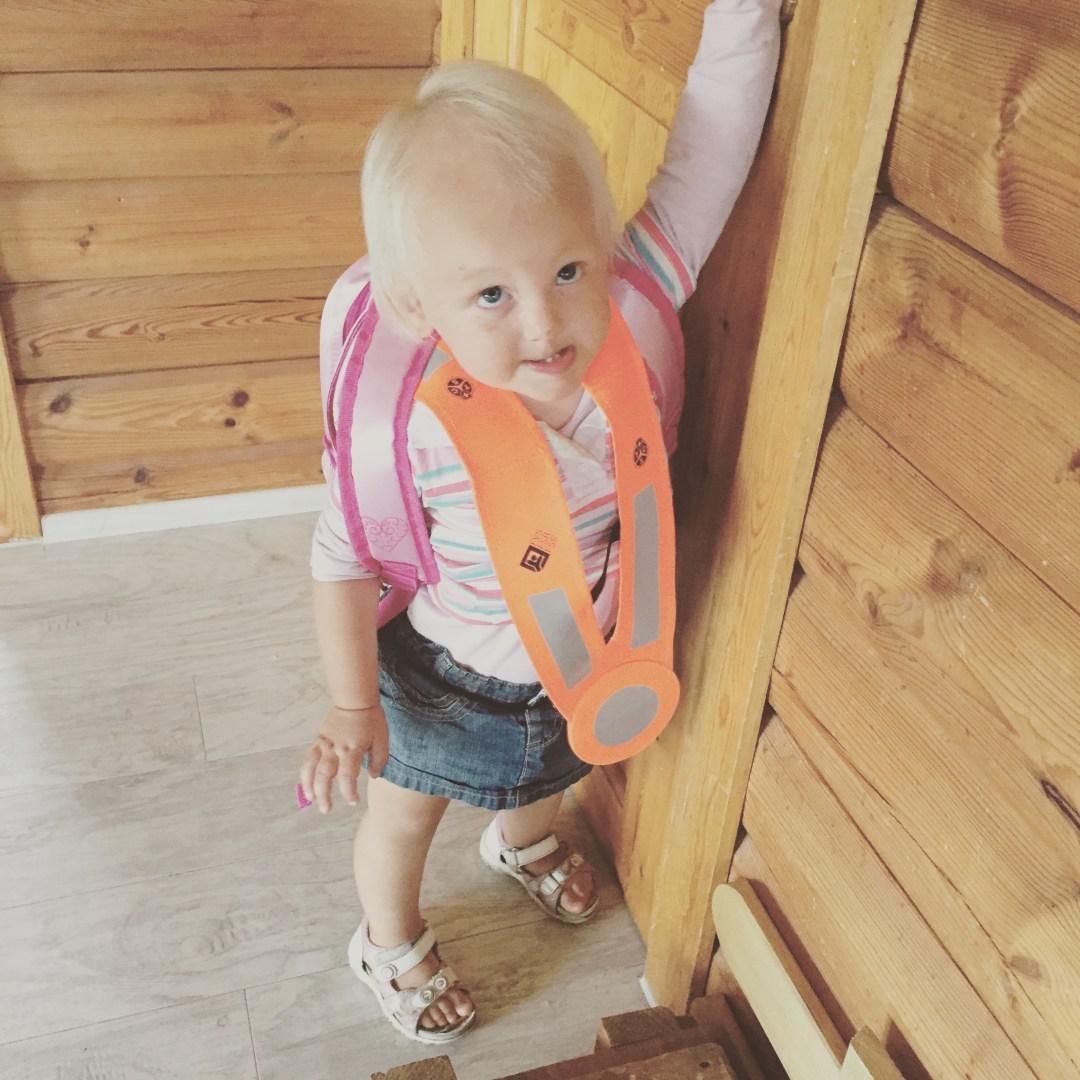 Liza kan niet wachten om ook naar school te gaan!