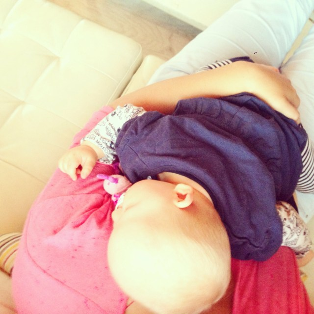 Na een paar uur ging Eva met de buuf mee naar huis en besloot Liza om eindelijk weer eens te gaan slapen. Bij mij. Oh heerlijk!! Zo moest ik wel 1,5 uur stil liggen en film kijken :)