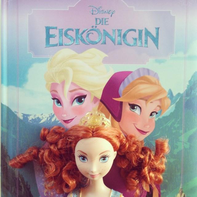 Op zaterdag doen we altijd de boodschappen en deze prinsessen (een boek en een barbie van Merida) vonden zomaar de weg naar onze kar!