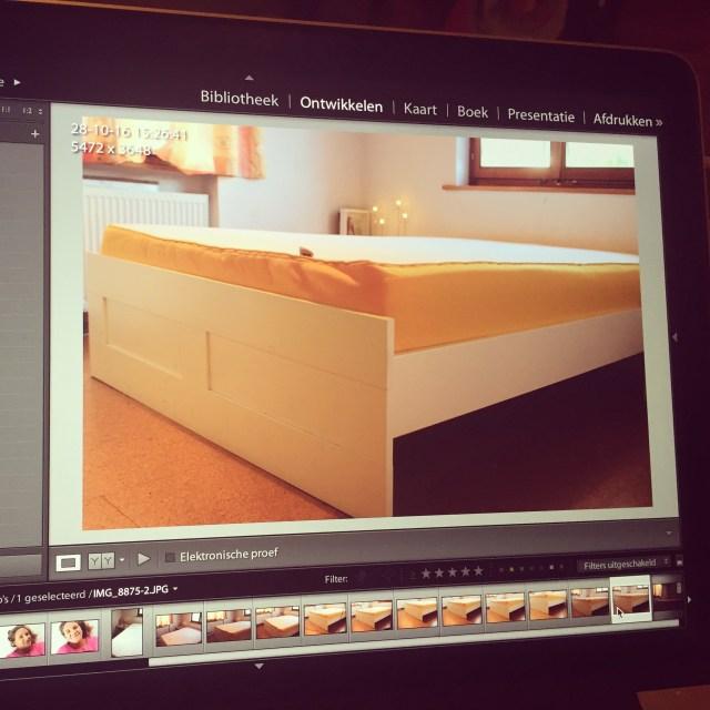 Er komt via EveSleep.nl een nieuw matras voor onze slaapkamer binnen. Maar omdat ik daar wat mooie foto's van wil, moet ik mijn slaapkamer een grote beurt geven. Ik herken hem helemaal niet meer terug! haha