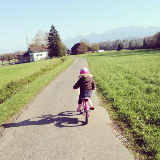 Daarna gingen we fietsen. Op instagram staat een filmpje met fantastisch commentaar van Eva. Want de berg af gaat wel... de berg op is wat lastiger :)