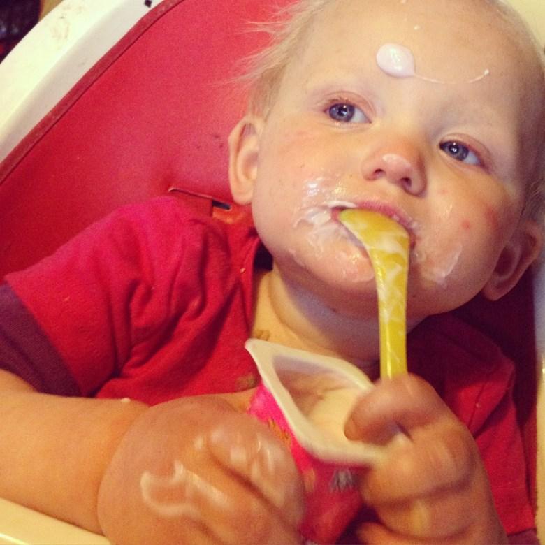 Viezeriken is altijd leuk. De spaghetti zat tot in d'r luier en haar toetje op ieder andere plek...