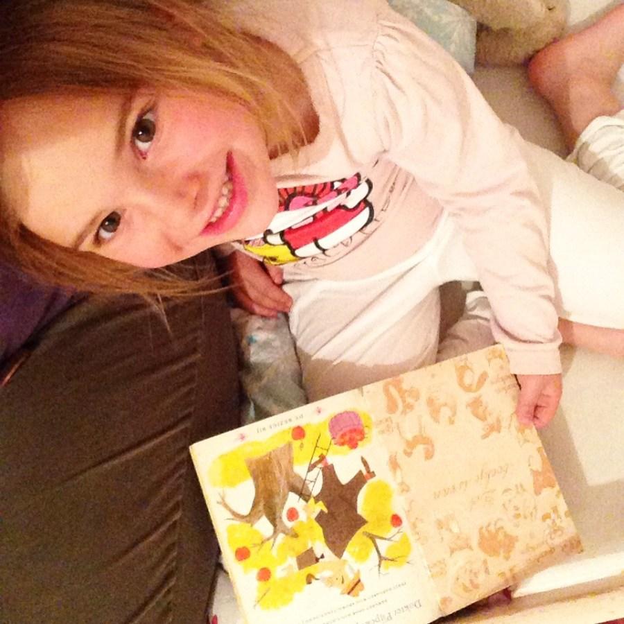 's Avonds lees ik Eva Dokter Pijpekok - de poppendokter voor.