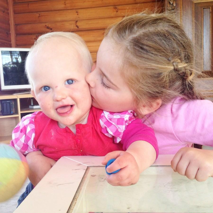 Woensdag! We starten de dag met knuffels!!! Dat we niet geslapen hebben, dat vergeten we maar gauw!