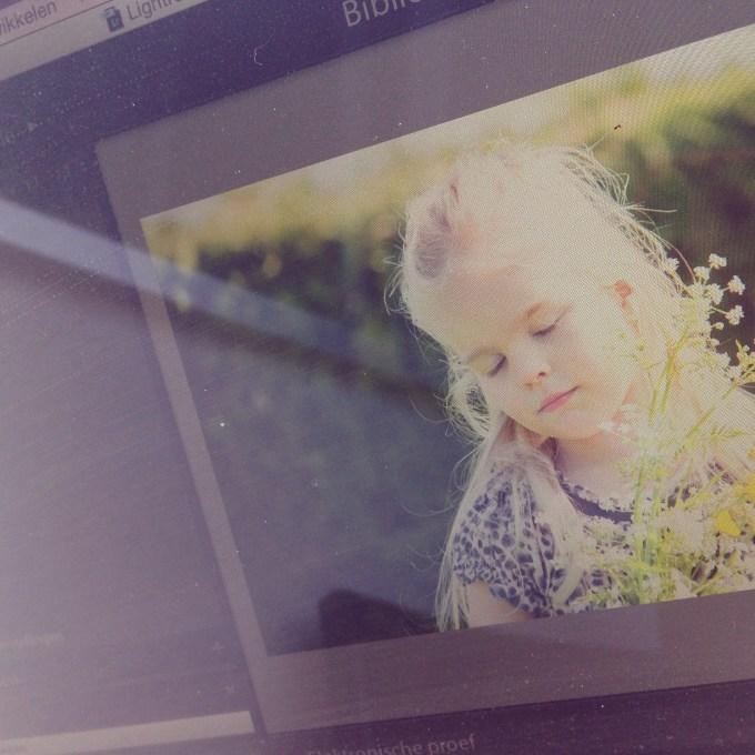 Donderdagochtend maak ik foto's van de kids van een vriendin. Even reclame maken door mooie foto's te maken. Laat de klanten maar komen!