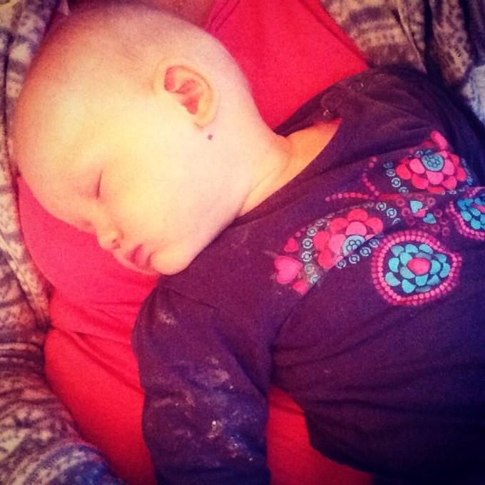 Zaterdag plofte het Liza op mijn schoot ineens in slaap. Half zes is ook voor mijn kinderen nog wel eens vroeg :)