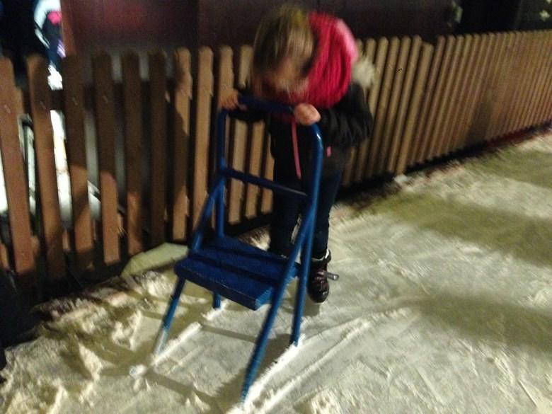 's Avonds gingen we naar de kerstmarkt in Dornbirn (ook Oostenrijk) en kon Eva eindelijk schaatsen.