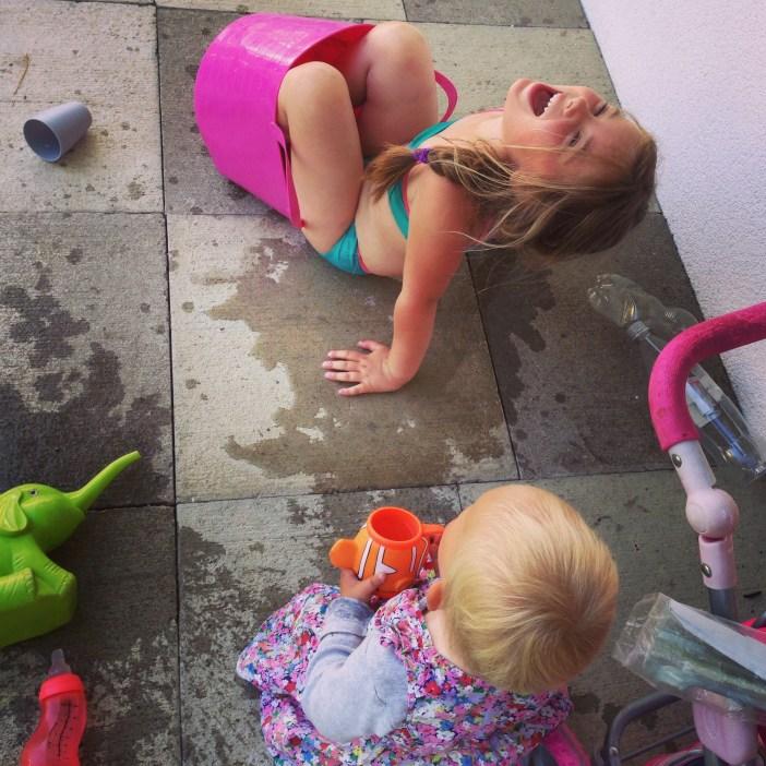 Smiddags had eva het weer warm! Vandaag gaan we maar eens op zoek naar een zwembad(je)