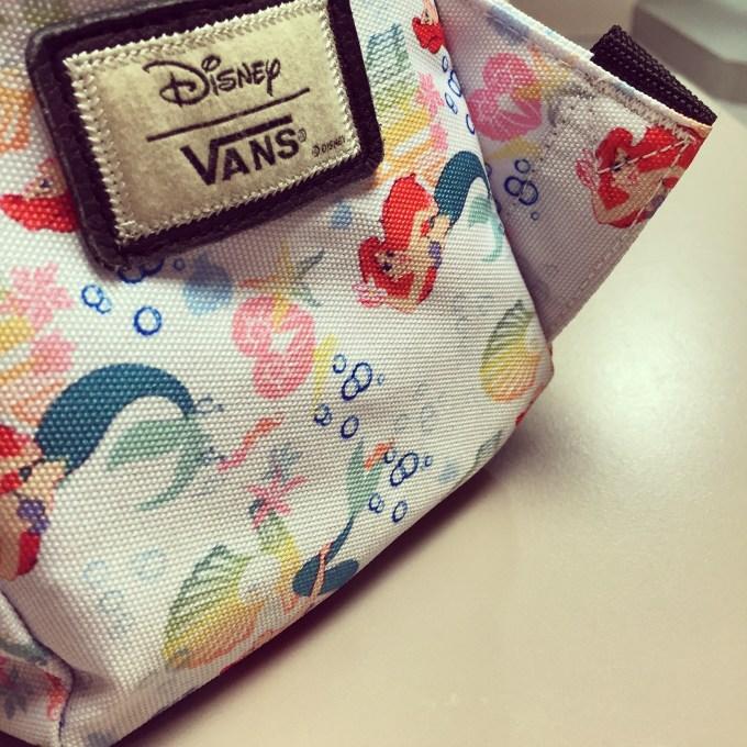 Dinsdagavond heb ik een toepasselijke tas bij me bij de zwemles van Eva
