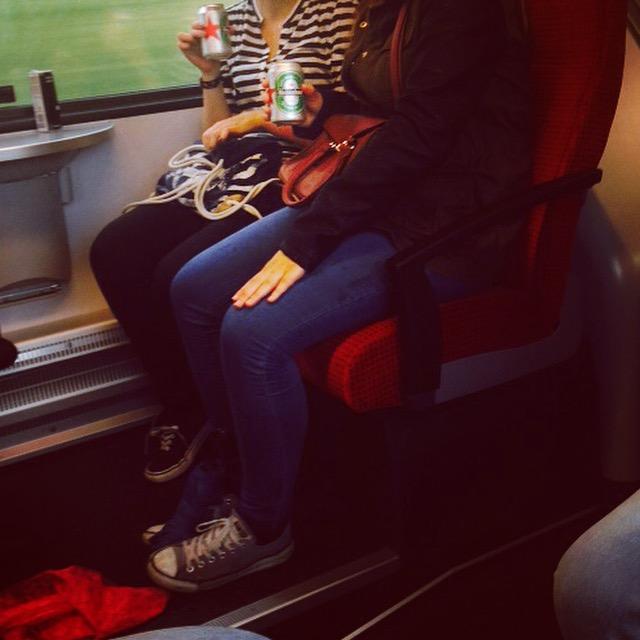 Donderdagmiddag ga ik naar Sankt Gallen. Ik ben uitgenodigd op een social Media congres. In de trein drinken jonge grietjes Heineken. Duuutsch noemden ze het :)