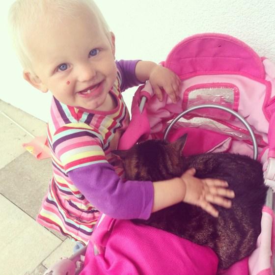 Deze week prikt ze niet meer naar beesten, maar aait ze bewust en lief!