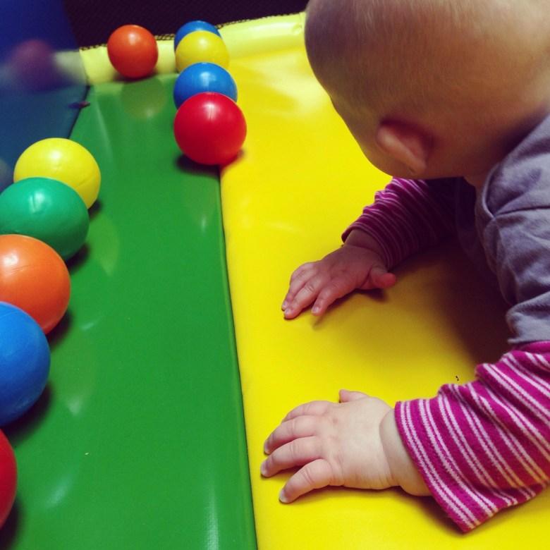 Daarna kon ook Liza even spelen, handig zo'n hele zachte mat!