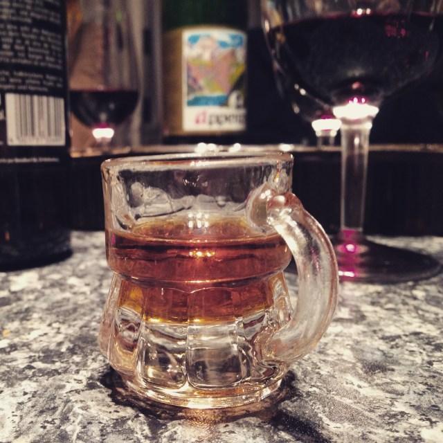 Daarna word ik uitgenodigd om bij de jarige buurman nog een borrel te drinken. Dat werd er wel meer dan 1, maar wat wat is aan deze gezelligheid toe
