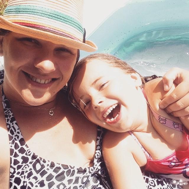 Lekker met Eva in het zwembad!