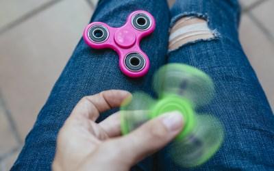 Fidget spinners, wat zijn ze gevaarlijk leuk!