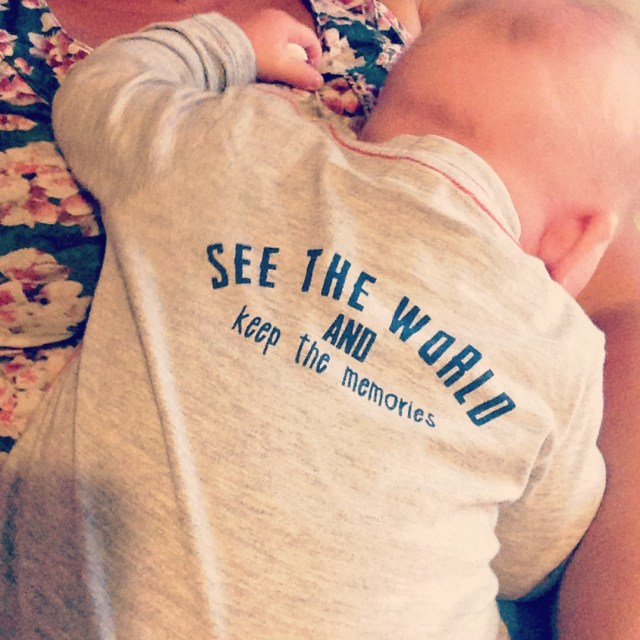 Ook dit shirtje is te klein, maar ik vind de quote op de achterkant zo leuk! Daarom moest hij toch nog even op de foto.
