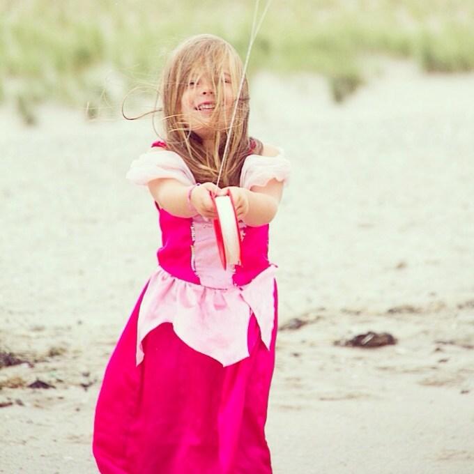 Eva wilde graag gaan vliegeren en voordat het gaat regenen, vertrekken we naar de Maasvlakte