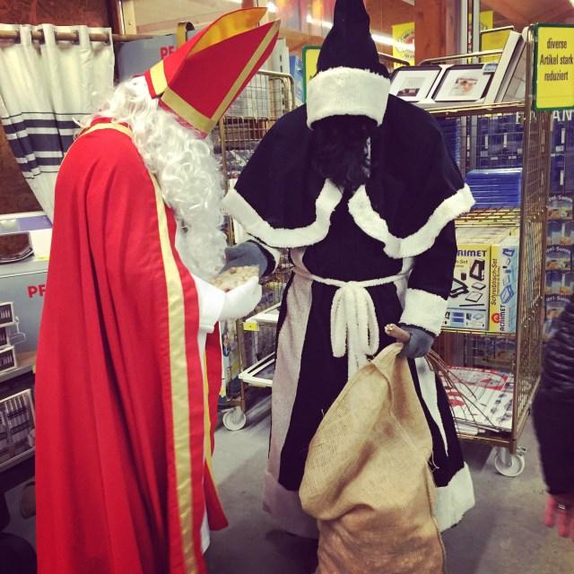 En wie kwamen we bij de bouwmarkt tegen? Juist Sinterklaas en zijn Schmutzli. Het was wel even gek voor Eva, want Sinterklaas as immers weer terug naar Spanje. Al snel vond ze dat dit een andere sinterklaas was (of misschien wel een verkleedde man) en hield zij alleen maar van onze eigen goede Sint. Opgelost!