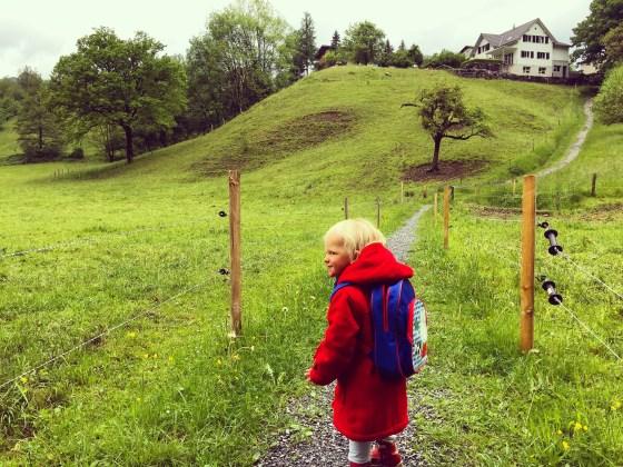 Dinsdagochtend stond Liza al klaar om mee naar school te gaan. Ik heb het even kunnen uitstellen, maar om 10:45 liepen we toch naar school om Eva op te halen.