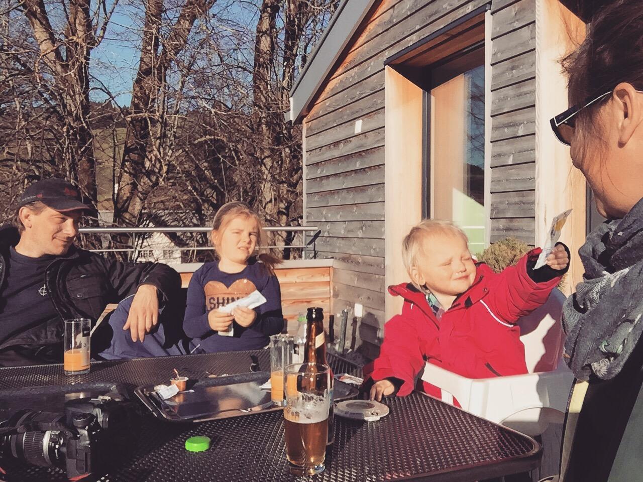 Gekke familiefoto, maar het is er tenminste 1. Wat een weer!!!