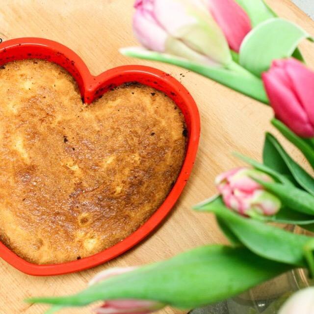 Toen Eva in bed lag, maakte ik voor Valentijnsdag nog een boterkoek. Het recept vind je op Kookgedonder.nl