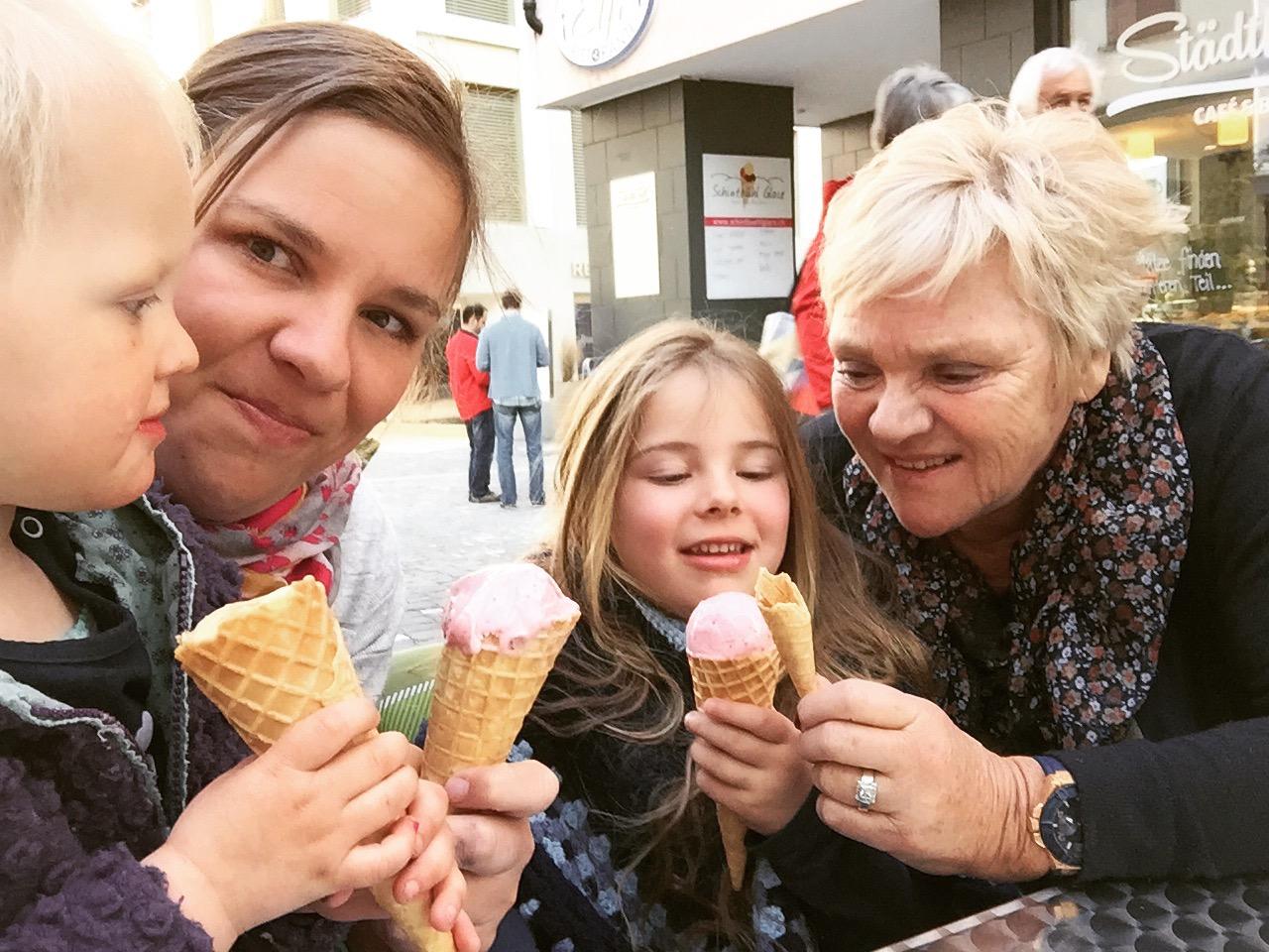 De kinderen kregen het ijsje trouwens niet op, wij wel!