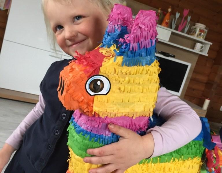 Een piñata voor Liza's Jokiefeestje