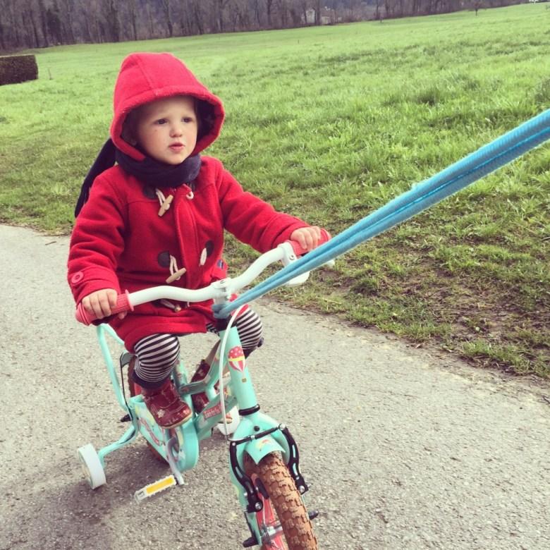 Liza wil graag fietsen en dat doen we zo.