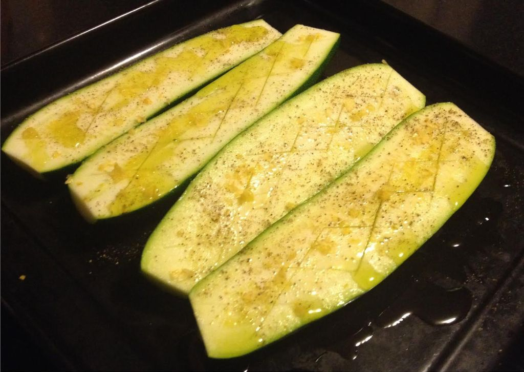 Zucchini ready to roast with Falksalt Citron olive oil and pepper.