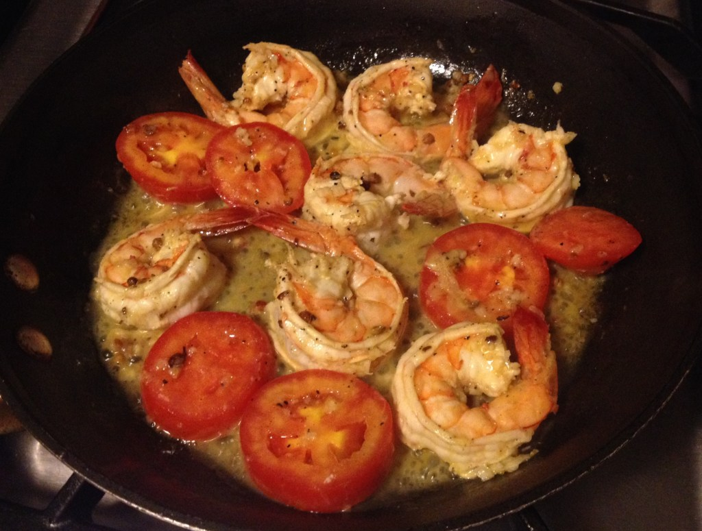 Smoulder on shrimp and tomatoes in a skillet .