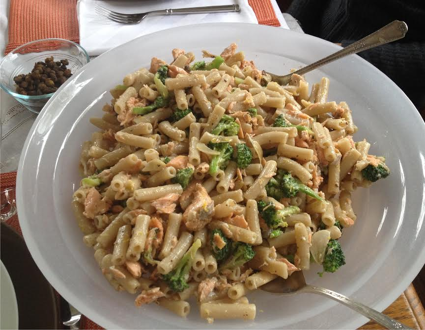 Pasta with salmon and broccoli .