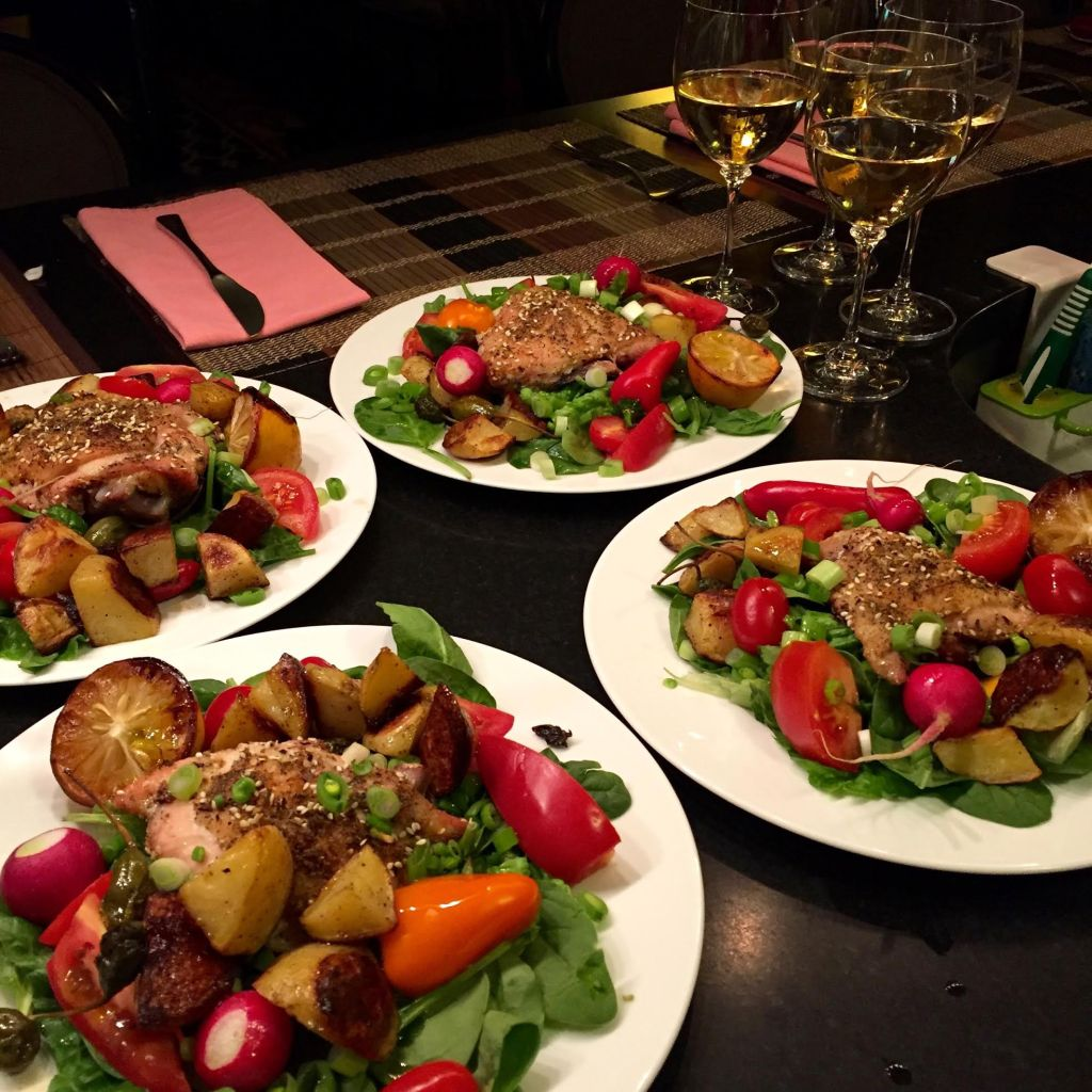 Four dinner salads with white wine.