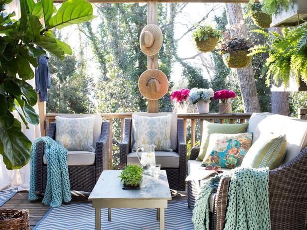 Small But Cozy Outdoor Sitting Area Pictures, Photos, And