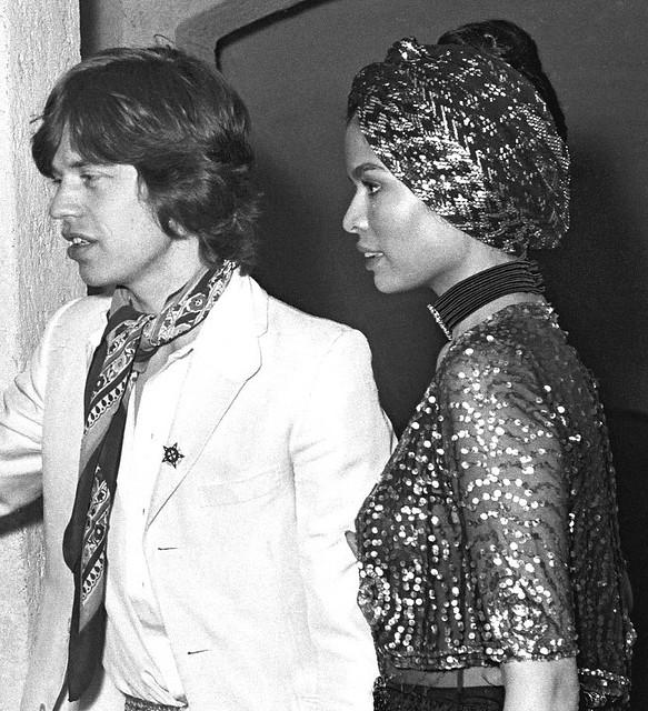 Mick Jagger Bianca Fashion Style Harry Caresse 004