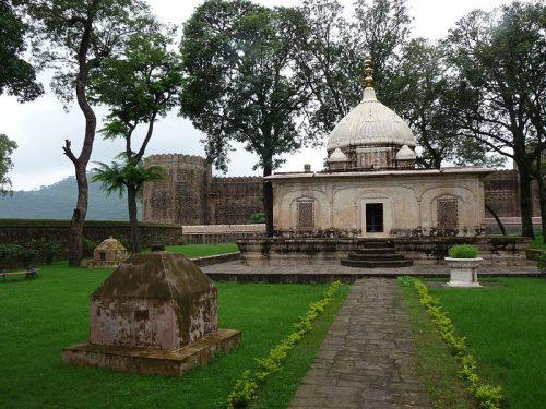 Ramnagar Fort and Mausoleum - photo by Malikbek