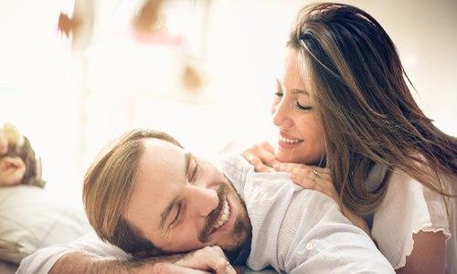 مواضيع رومانسية بين الحبيبين لحوارات ممتعة وجميلة | موسوعة الحب والرومانسية