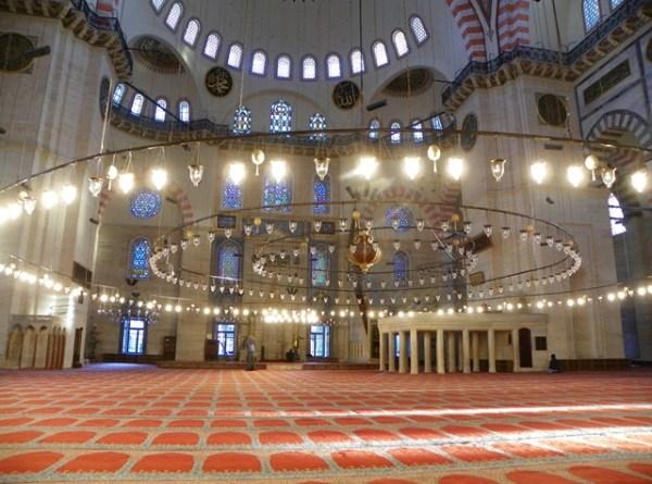 Интерьер мечети Сулеймание