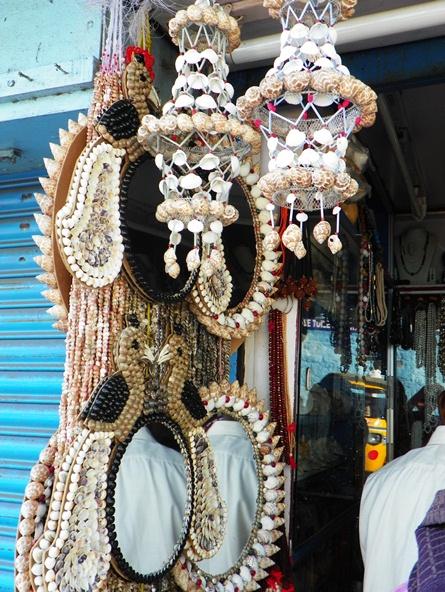 Сувениры из ракушек в Каньякумари