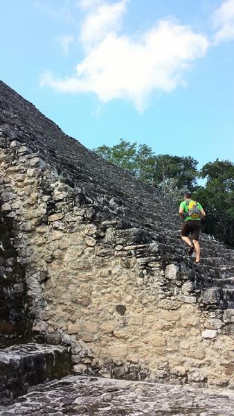 Рома лезет на пирамиду №2