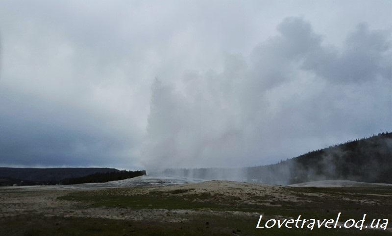 old-faithful-geyser-3