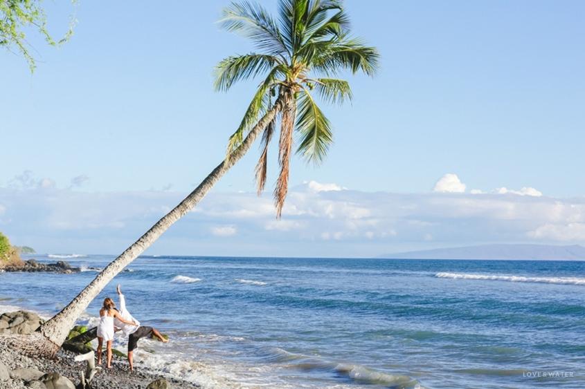 Maui surfboard wedding www.lovewaterphoto.com #maui #hawaii #elopement #surfboard #wedding #destinationwedding #couple #weddingphotography