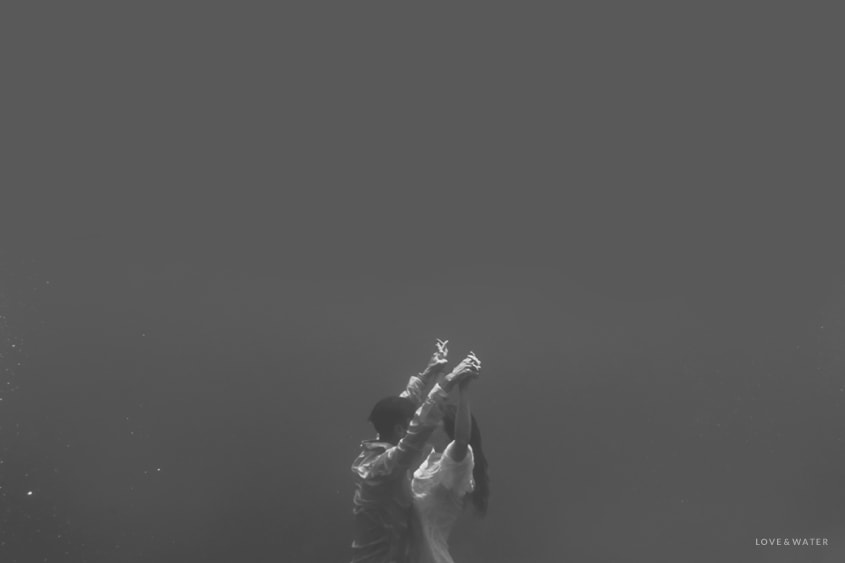 Maui-Underwater-Photography-Trash-the-Dress_0025.jpg