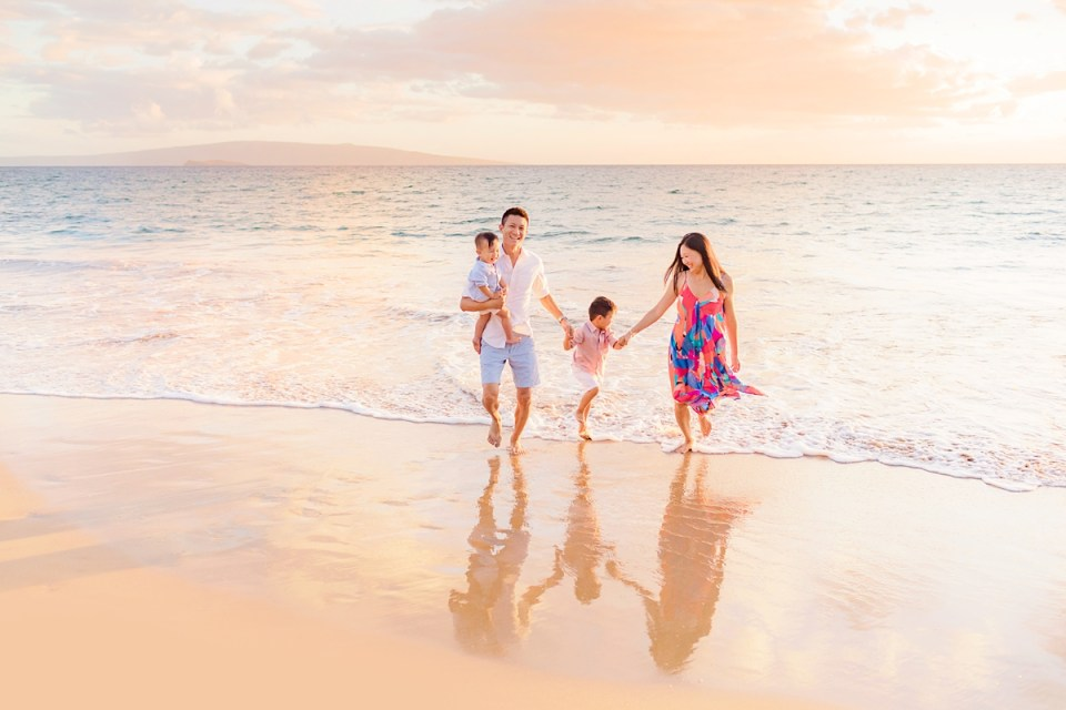 Family mini session in Wailea photographed by Love + Water