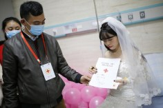 Yang Chunyan marries herself in Wulong People's Hospital in Chongqing, China LoveWeddingsNG 4