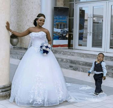 Olajumoke Orisaguna and Oluwatobiloba Falana Nigerian Photobomber Afrique Chic LoveWeddingsNG 1