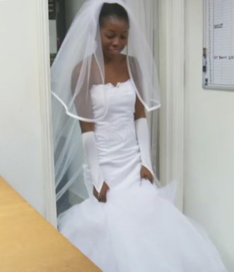 Outdated Nigerian Wedding Trends - Nigerian Bride wearing white gloves LoveWeddingsNG