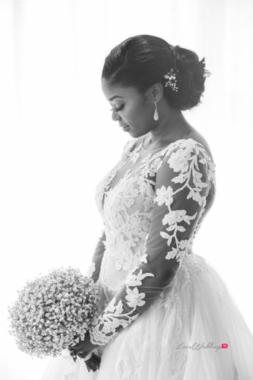 Nigerian bride with bouquet #Ayowa18 Wani Olatunde Photography LoveWeddingsNG